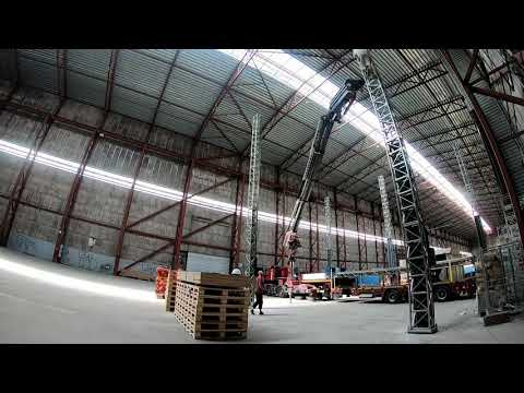 Assembly of the largest 3D construction printer in the world
