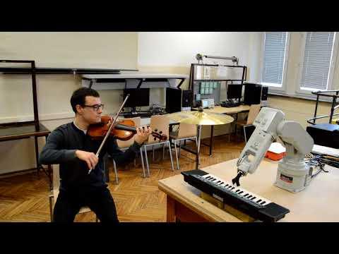 Robot-pianista zagra na obronie studenta AGH