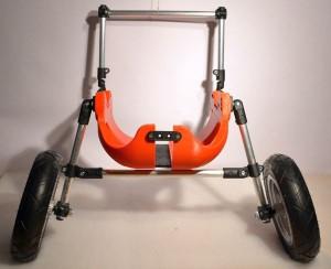 Mitwachsender, variabel einstellbarer und leichter Rollwagen