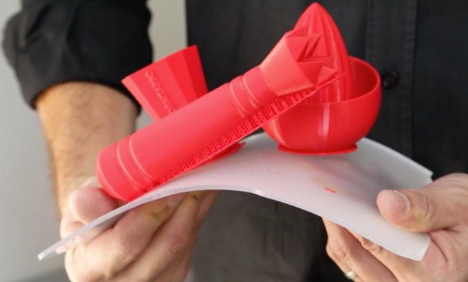 Mit fleks3d lassen sich ausdrucke einfach vom druckbett for Bekannte produktdesigner
