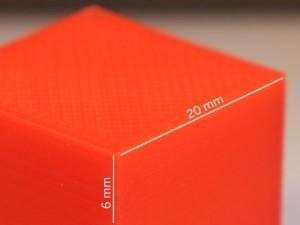 Mit dem TekBot lassen sich Objekte mit einer Schichthöhe von 0,1 bis 0,4 mm herstellen. Ausdruck im Bild: 0,1 mm Schichthöhe, PETG Filament