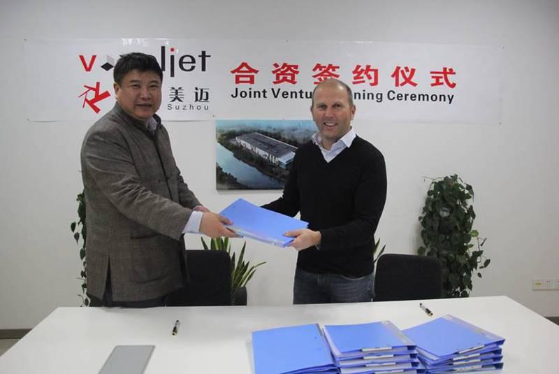 Tianshi Jin, Managing Director voxeljet China, und Dr. Ederer, CEO der voxeljet AG