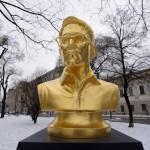 Snowden in Vienna 900 150x150 - Goldene Büste von Edward Snowden neben Wiener Parlament aufgestellt