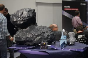 Kometenmodell-aus-Epoxy