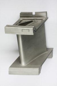 Mit neuer modularen Prozesskette gefertigte Leitschaufel (Werkstoff: Inconel® 718); Bild: Fraunhofer ILT