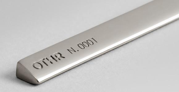 OTHR N. 0001 - Perfekt dekantierter Rotwein dank 3D gedrucktem Flaschenhalter
