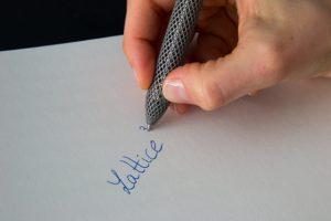 MG 4735 Kopie 300x200 - Lattice Cubed von SALVO: 3D-gedruckter Titanstift in Gitterstruktur