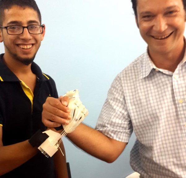 robotel tuerkiye1 3d gedruckte handprothese - e-NABLE Türkei: Robotel Projekt mit über 240 Freiwilligen druckt Handprothesen