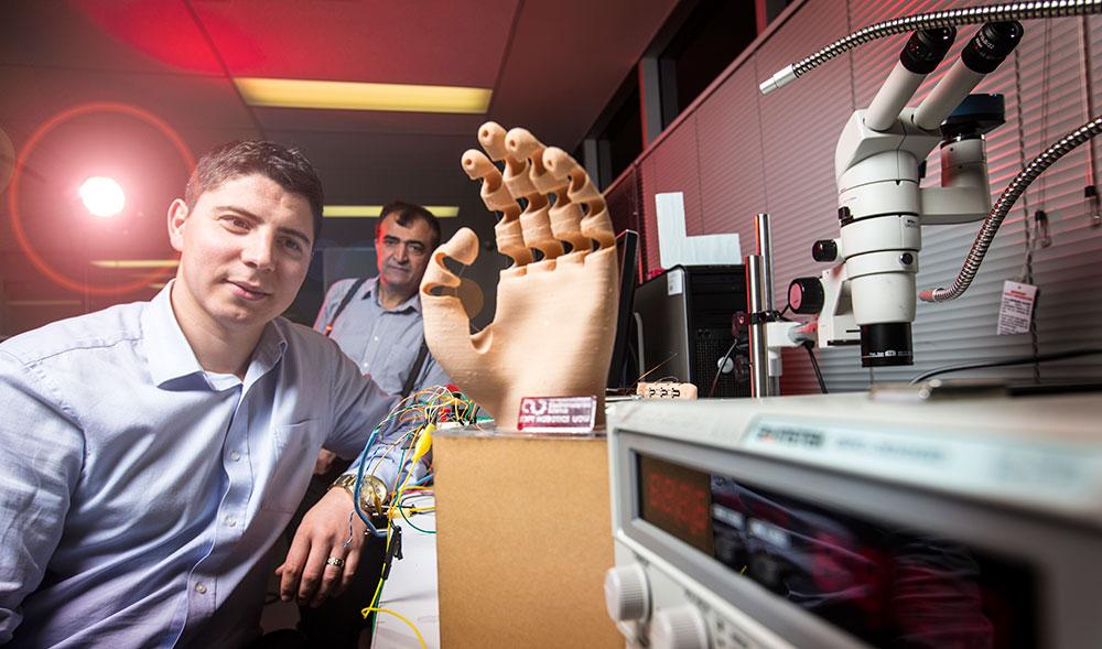 soft robotic hand 3d druck1 - 3D-gedruckte weiche Roboterhand gesteuert durch Gehirnsignale ermöglicht bessere Interaktion mit Umwelt