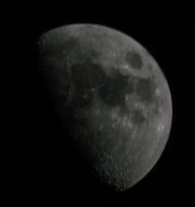 Mond mit Scheinerblende (fokusiert)