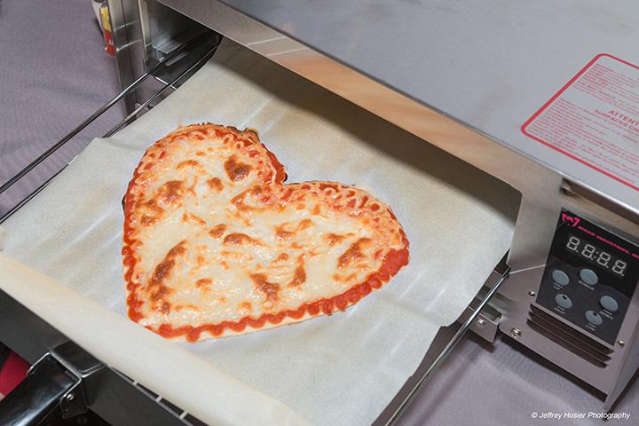 """beehex pizza heart - Die 10 größten Vorurteile - #1: """"Morgen drucke ich mir einfach eine Pizza!"""""""