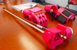 M%C3%A4dchen Violine 3D Druck Armprothese 2 300x193 - 10-jähriges Mädchen kann dank 3D-gedruckter Armprothese Geige spielen