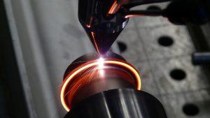 Extremes Hochgeschwindigkeits-Laserauftragschweißen (EHLA): Flexibel beschichten, reparieren oder additiv fertigen – mit einer Systemtechnik. © Fraunhofer ILT, Aachen.