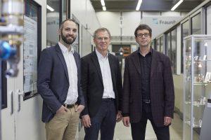 Die Entwickler des EHLA-Verfahrens Thomas Schopphoven, Gerhard Maria Backes und Andres Gasser (v.l.n.r.). © Piotr Banczerowski / Fraunhofer.