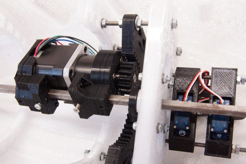 Abbildung 3: Motor & Getriebe des Segelbootdemonstrators inkl. Elektronik