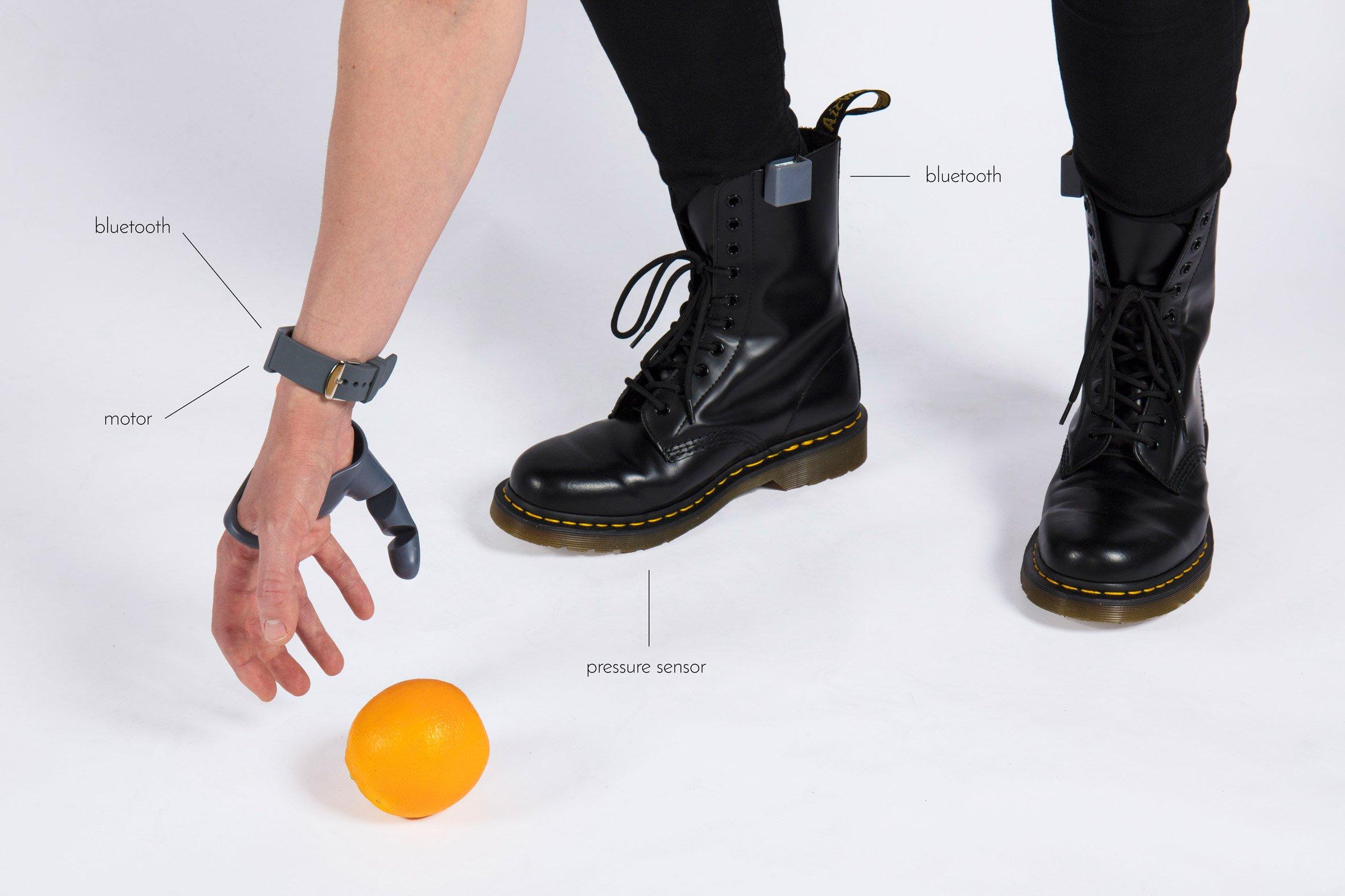 """3d gedruckter finger3 - Studentin entwickelt prothetischen """"dritten Daumen"""" mithilfe von 3D-Druck"""