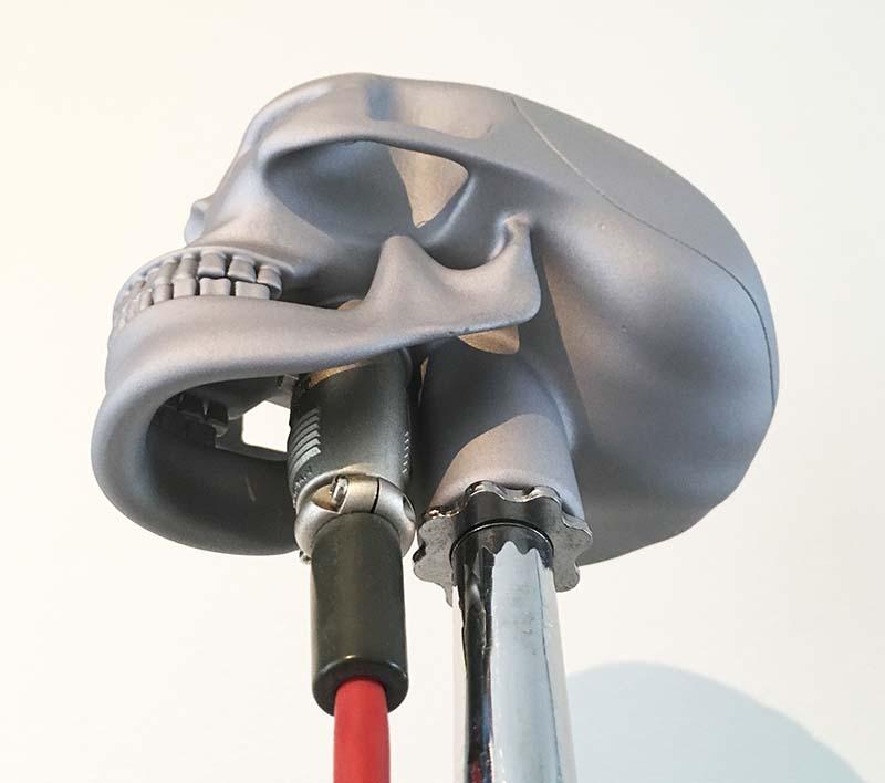 """3d gedrucktes skeletor5 - Olaf Diegal Designs 3D-druckt Schädel-förmiges Mikrofon """"Skeletor"""""""