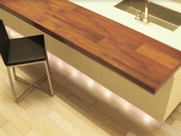 Die Tischplatten Sowie Zähler Wurden Mit Selektive Laser Sintering (SLS)  Hergestellt. Dies Bedeutet, Dass Ein Laser Genutzt Wird, Um Nylonpulver Zu  Sintern.