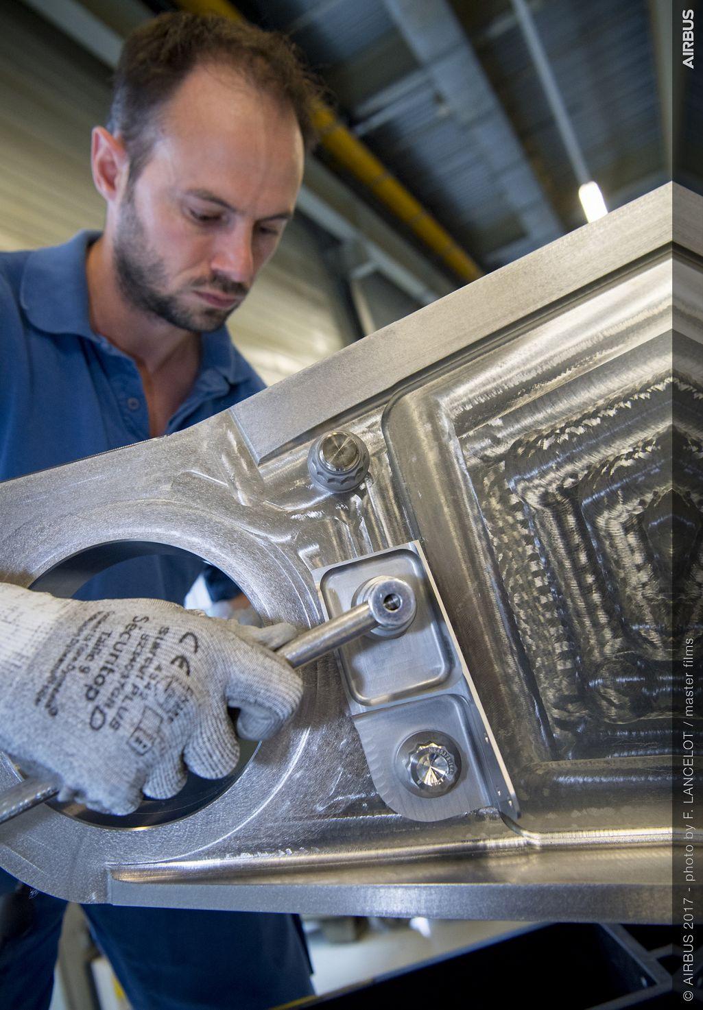 airbus 3d gedrucktes bauteil installation A350xwb - In Kürze: Airbus installiert erstes 3D-gedrucktes Bauteil, AP&C Produktionsanlage, BASF & Farsoon