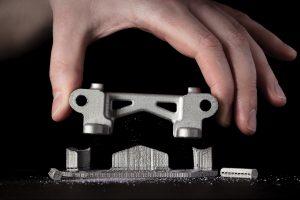 desktop metall stuetzstrukturen entfernen metall 3d drucker 300x200 - Desktop Metal reicht Klage wegen Patentverletzung gegen Markforged ein