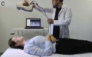 01 Scanning einer Person im Sitzen Stehen und in Rückenlage 2 sehr groß 300x185 - Türkische Medizinexperten nutzen Eva, um Verschiebungen im Gesichtsweichgewebe zu messen
