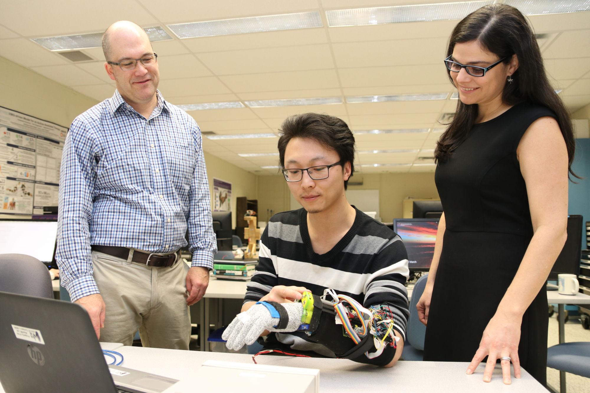 3d gedruckter handschuh parkinson1 - 3D-gedruckter Handschuh für Parkinson-Patienten