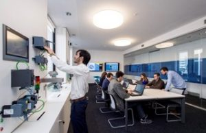 BEEVERYCREATIVE, Siemens und CadFlow eröffnen i-Experience Zentren 4.0