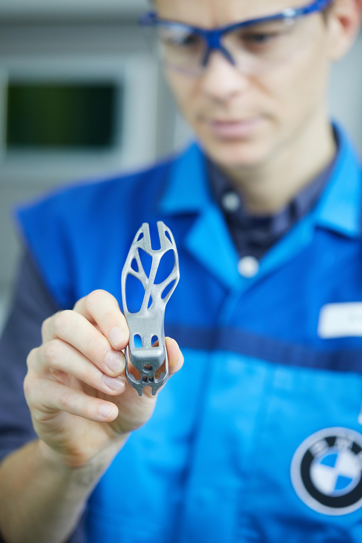 BMW 3D Druck i8 roadster 2 - BMW Group plant Campus für Additive Fertigung nahe München