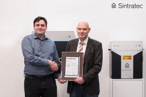 Dominik Solenicki Sintratec und Armin Mann MANN Datentechnik 300x200 - Sintratec gewinnt MANN Datentechnik als Vertriebsparter in Deutschland