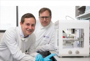 Newcastle 1 300x205 - Forscher aus Newcastle entwickeln weltweit erste 3D-gedruckte menschliche Hornhaut