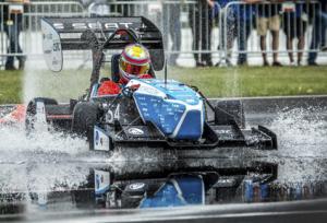 Rennwagen 300x204 - 3D-Druck zur Entwicklung eines Rennwagens für den Formula Student-Wettbewerb