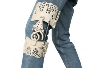 BIoNEEK Orthese von INTAMSYS gedruckt 300x223 - 3D-gedruckte Knieorthese BioNEEK zur Verbesserung der Ausdauer und Beweglichkeit