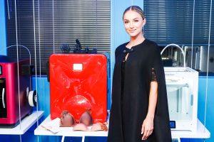 Melinda Bam SLS printer Sinterit Lisa 003 300x200 - Teilnehmerinnen der Miss Südafrika Wahl tragen 3D gedruckten Schmuck