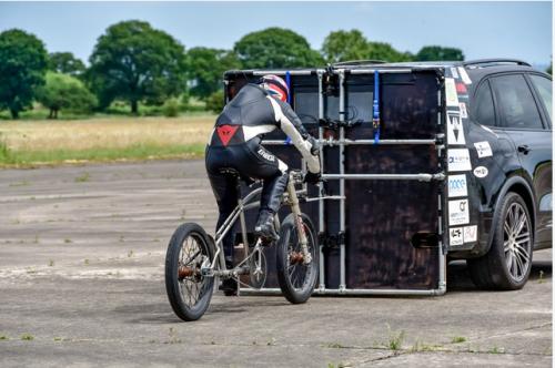 Rekordversuch e1529827239952 - Radfahrer bricht Geschwindigkeitsrekord auf einem teils 3D-gedruckten Fahrrad