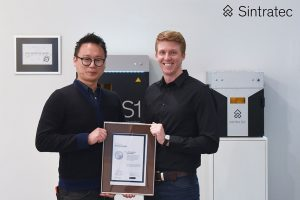 Junwhan Lim CEO L Corporation and Christian von Burg CTO Sintratec 300x200 - Sintratec : Neuer Vertriebspartner in Südkorea