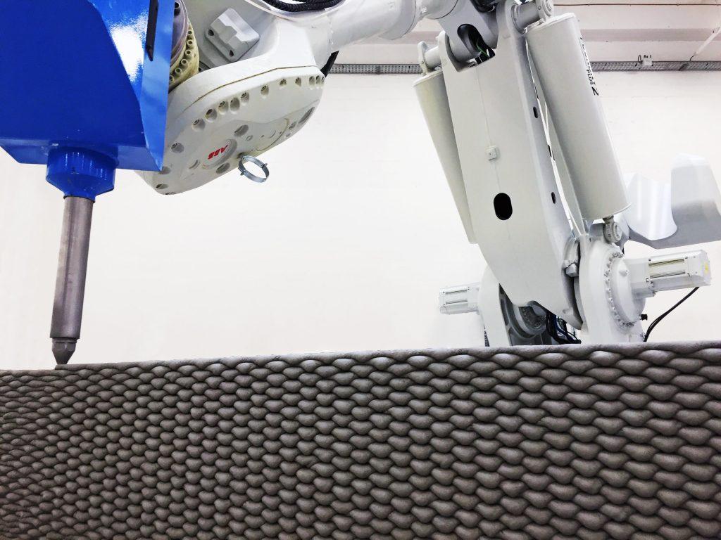 nachhaltige Beton Sitzb%C3%A4nke aus dem 3D Drucker1 1024x768 - Nachhaltige Beton-Sitzbänke aus dem 3D-Drucker