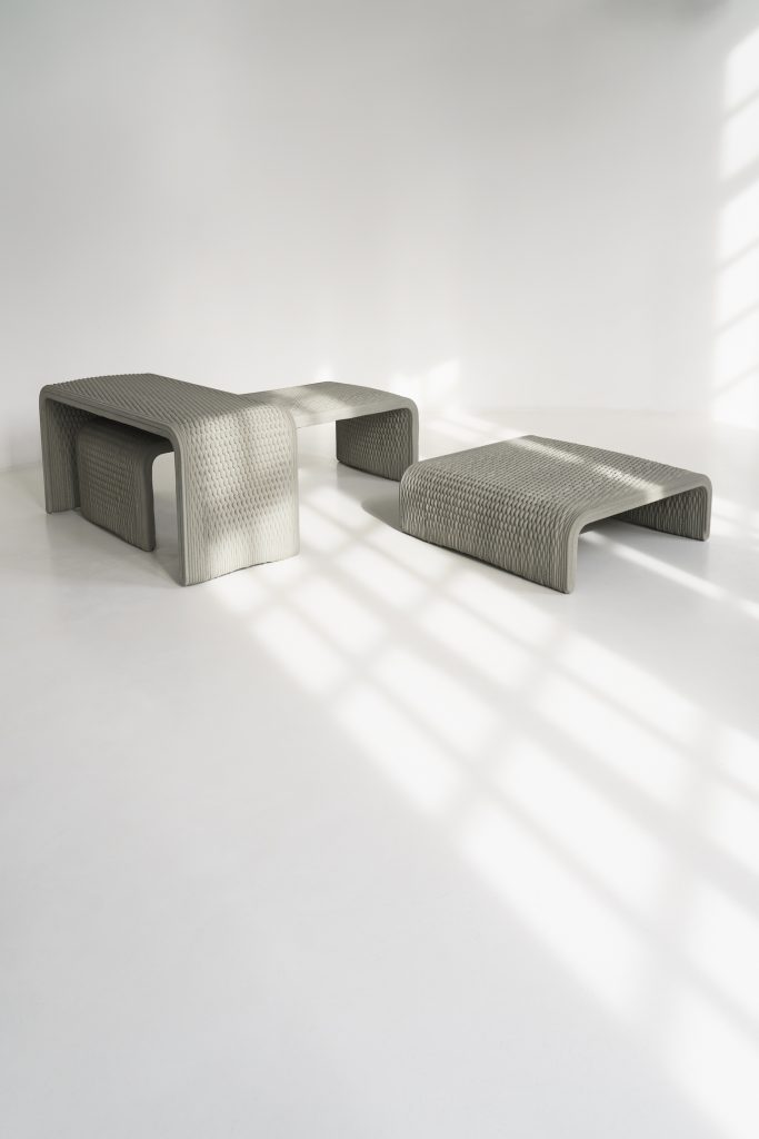 nachhaltige Beton Sitzb%C3%A4nke aus dem 3D Drucker3 683x1024 - Nachhaltige Beton-Sitzbänke aus dem 3D-Drucker