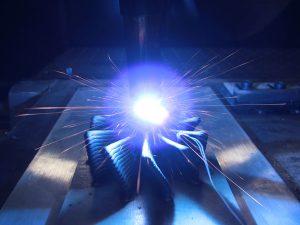 Beim 3DMP®-Verfahren wird ein feiner Draht per Lichtbogen zu kompletten Bauteilen verschweißt.
