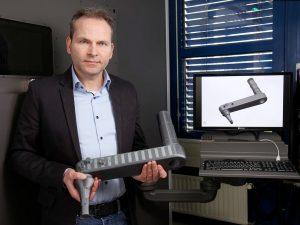 Professor Dr. Roman Teutsch und sein Team nutzen die Technik, um Bauteile für verschiedene Nutzfahrzeuge zu entwickeln. Foto: TUK/Koziel