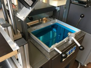 03 Artec 3D Der Schokohase im Thermoformverfahren 2 300x225 - Schokohase im 3D-Mantel