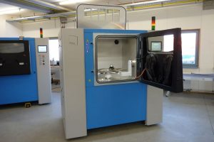 SFM AT800S 300x200 - Solukon und Siemens entwickeln SFM-AT800S ein neues Entstaubungssystem für 3D-gedruckte Teile aus Metall
