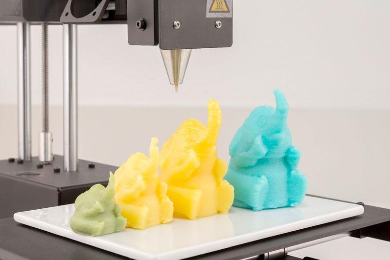 Der von WACKER entwickelte 3D-Druckprozess für Kaugummiroh-massen erlaubt es, Produkte in verschiedensten Farben, Formen und Geschmacksrichtungen herzustellen.