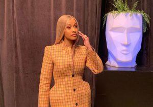3d gedruckter mantel 300x211 - US-Rapperin Cardi B trägt 3D-gedrucktes Balenciaga Outfit