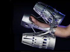 Armbefestigung mit additiv gefertigten Teilen. Kosten- und Gewichtseinsparung durch Materialwechsel, funktionale Integration und optimiertes bionisches Design. (Quelle: EOS)