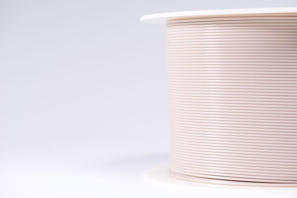 vonik hat als weltweit erstes Unternehmen ein Kunststoff-Filament auf Basis von PEEK (Polyetheretherketon) in Implantatqualität zum Einsatz im 3D-Druck entwickelt (©Evonik).