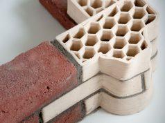 """""""Gedruckte"""" Unipor-Mauerziegel sind Sonderanfertigungen, die etwa aufgrund ihrer Geometrie bestimmte Funktionen im Gebäudebau übernehmen können. Sie werden herkömmlichen Mauerziegeln in der Anwendung zur Seite gestellt (Bild: Dennis de Witte, TU Darmstadt)"""