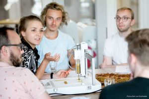 3d druck lebensmittel 300x200 - Elzelinde van Doleweerd druckt Snacks aus Lebensmittelabfällen