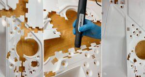 Plasmatechnologie: Bauteile der Türinnenverkleidung als Einzelteile, bei der Plasmaaktivierung und verklebt