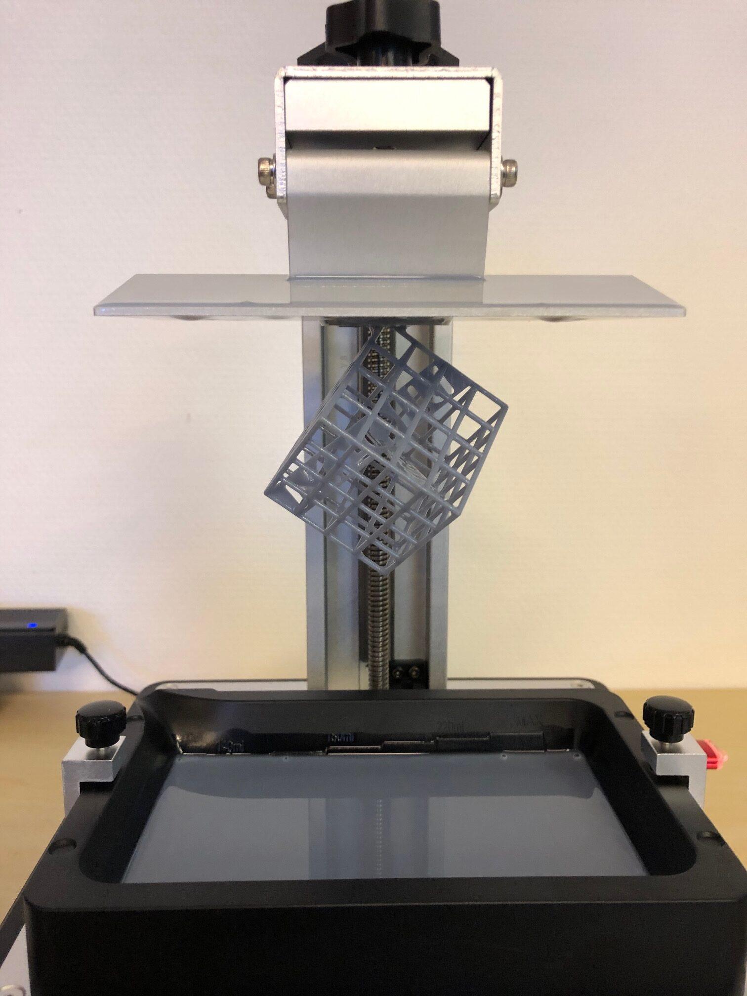 Druckplattform und Resinbehälter des Anycubic Photon Mono