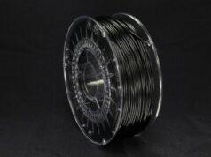 Das Polycarbonat-Filament Polymaker® PC-r für den 3D-Druck wird aus einem Kunststoff-Rezyklat von Covestro hergestellt, das aus gebrauchten Wasserflaschen des chinesischen Wasserflaschenherstellers Nongfu Spring produziert wird. © Covestro